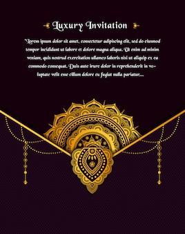 Progettazione di biglietti di auguri vintage oro su sfondo scuro con fiore mandala d'oro