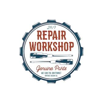 Progettazione di etichette vintage ripara l'emblema dell'officina nel retro stile di colori con gli strumenti del garage - cacciaviti ed elementi di tipografia di vettore.