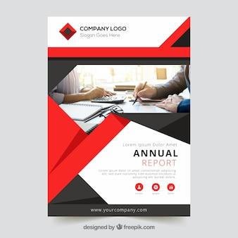 Progettazione di report annuali con foto