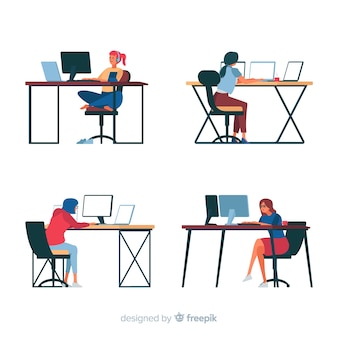 Programmatori che lavorano alla scrivania