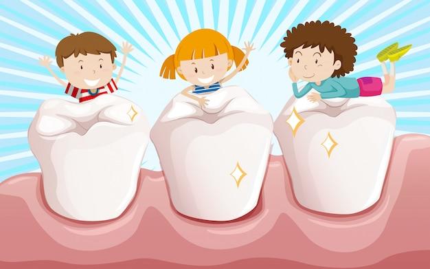 Pulire i denti e bambini felici