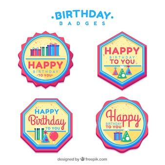 Quattro distintivi di compleanno in colori vivaci