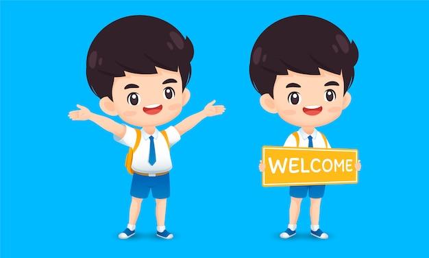 Raccolta del carattere sveglio del ragazzo nella posa benvenuta, fumetto della mascotte del bambino di kawaii per l'illustrazione della scuola