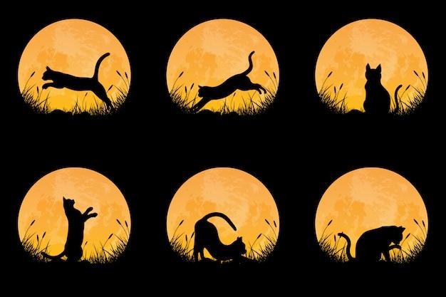 Raccolta della siluetta del gatto nella postura differente sul campo di erba con il fondo della luna piena