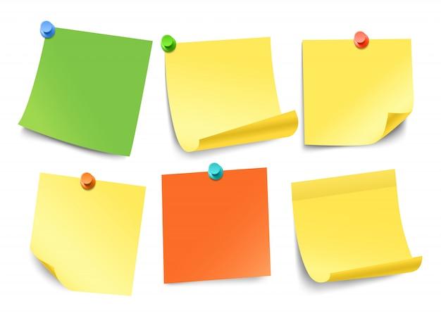 Raccolta di adesivi di carta di colore diverso isolato su bianco. modello per un testo