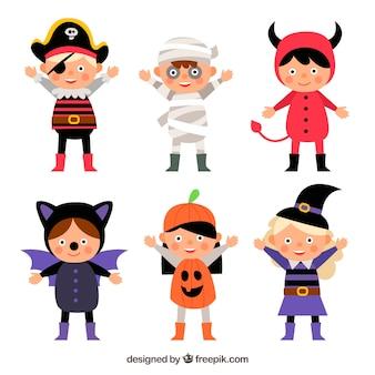 Raccolta di bambini con costumi da halloween