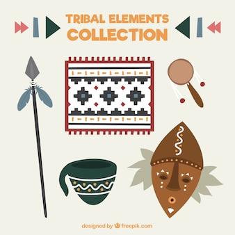 Raccolta di maschera con elementi tribali