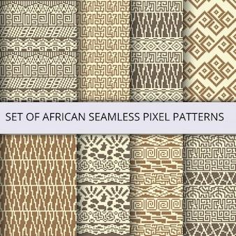 Raccolta di pixel vettore modelli senza soluzione con l'ornamento etnica e tribale africana