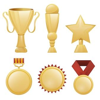 Raccolta di realistici trofei d'oro, medaglie e premi su sfondo bianco. concetto di vincita e cerimonia di premiazione.