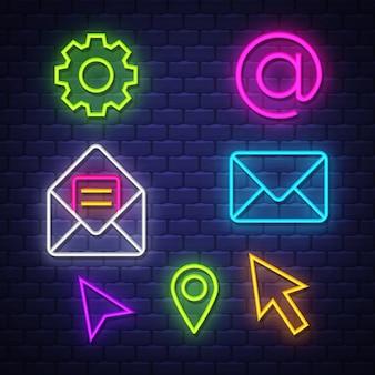 Raccolta di segni al neon di comunicazione internet