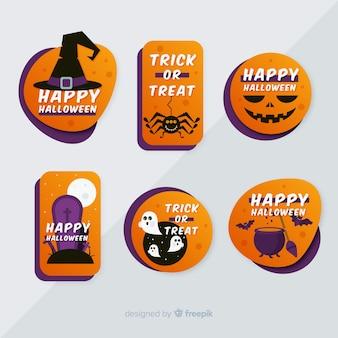 Raccolta piana dell'etichetta e del distintivo di halloween su fondo grigio