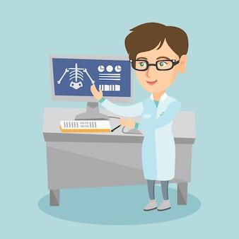 Radiografia d'esame del medico caucasico radiologo.