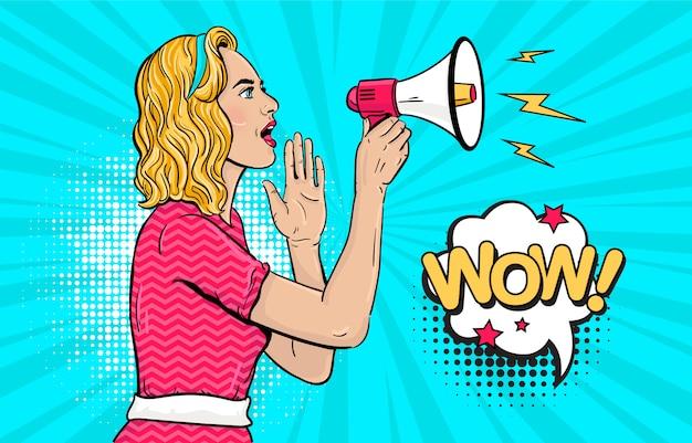 Ragazza bionda con il megafono in stile pop art