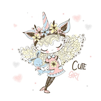 Ragazza carina in un cappello di unicorno con un giocattolo bunny.