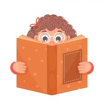 Ragazza carina, leggendo un libro su sfondo bianco