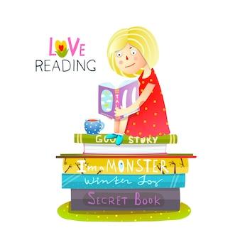 Ragazza che si siede sulla pila di libri di lettura