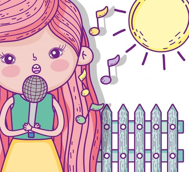 Ragazza di bellezza che canta musica con il sole
