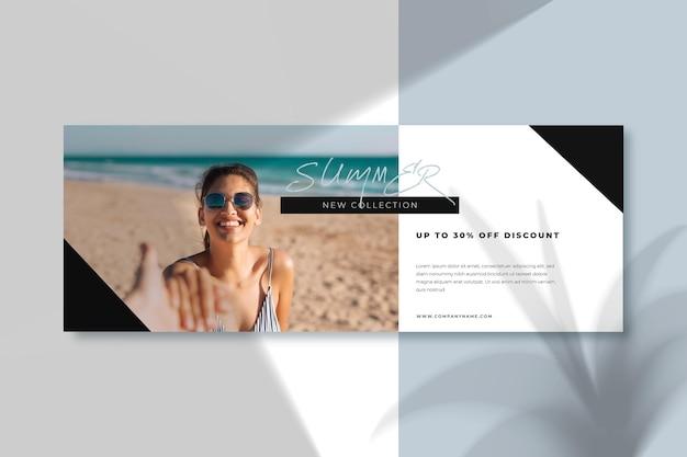 Ragazza di smiley del modello di copertina facebook spiaggia