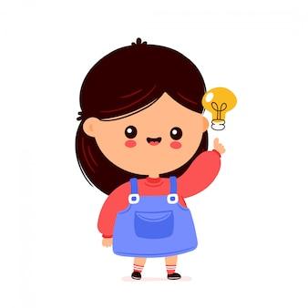 Ragazza divertente felice sveglia con la lampadina. progettazione dell'illustrazione del personaggio dei cartoni animati di vettore. isolato
