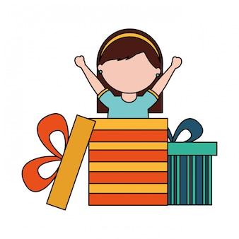 Ragazza felice che esce regalo di compleanno