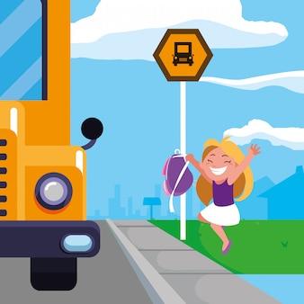 Ragazza felice dello studente nella scena della fermata dello scuolabus