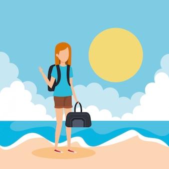 Ragazza turistica con borsetta sulla spiaggia