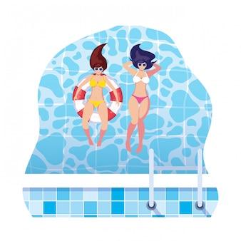 Ragazze con costume da bagno e bagnino galleggiano in acqua