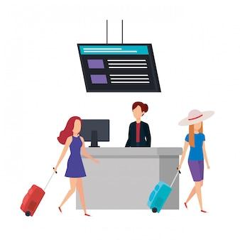 Ragazze dei turisti con le valigie nell'aeroporto