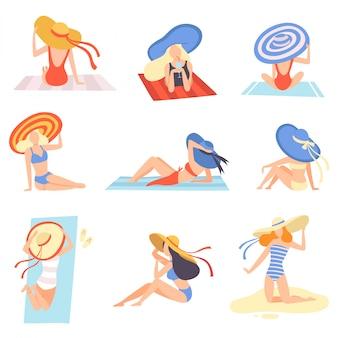 Ragazze in costumi da bagno e cappelli che prendono il sole sull'insieme della spiaggia, bella giovane donna che gode delle vacanze estive sull'illustrazione della spiaggia