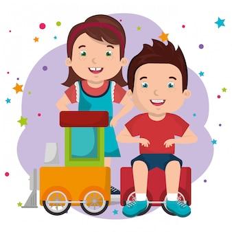 Ragazzino e ragazza che giocano con i personaggi dei giocattoli