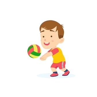 Ragazzo carino passando la pallavolo