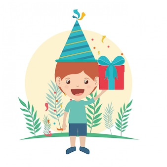 Ragazzo con cappello da festa e confezione regalo in festa di compleanno