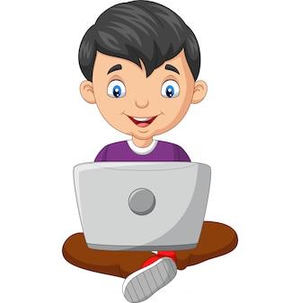 Ragazzo del fumetto che per mezzo di un computer portatile