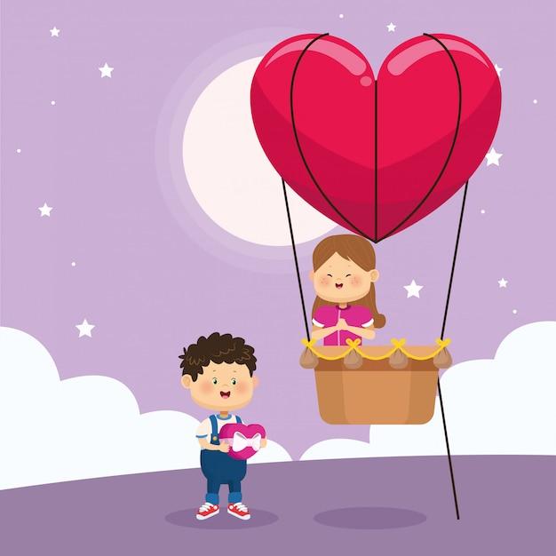 Ragazzo e ragazza felici sull'aerostato di cuore