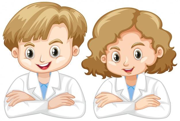 Ragazzo e ragazza in abito di scienza su bianco