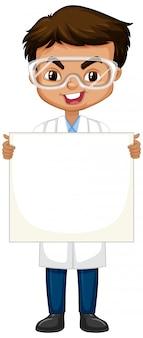 Ragazzo in abito di scienza con la lavagna su bianco