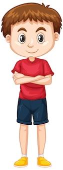 Ragazzo sveglio in camicia rossa e shorts su bianco
