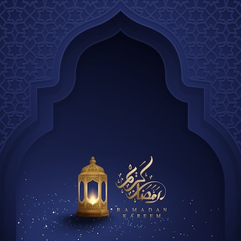 Ramadan kareem con calligrafia araba e lanterne dorate.