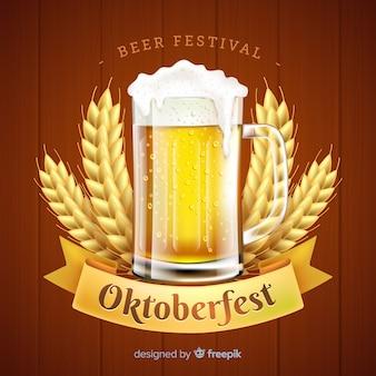 Realistico concetto più oktoberfest con birra