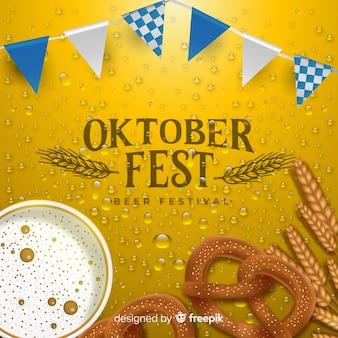 Realistico sfondo più oktoberfest con un boccale di birra