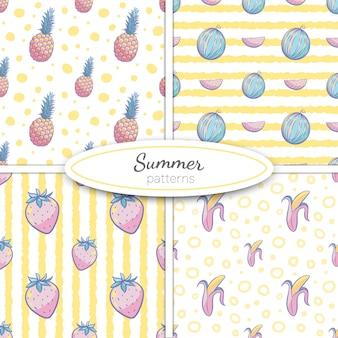 Reticoli senza giunte di estate con ananas, anguria, banana, fragole in colori pastello su sfondo giallo striscia e punti. illustrazione