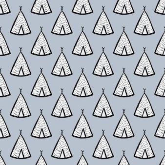 Reticolo di doodle disegnato a mano senza giunte con sagome di wigwam. piccoli tepee bianchi su sfondo blu tenue.