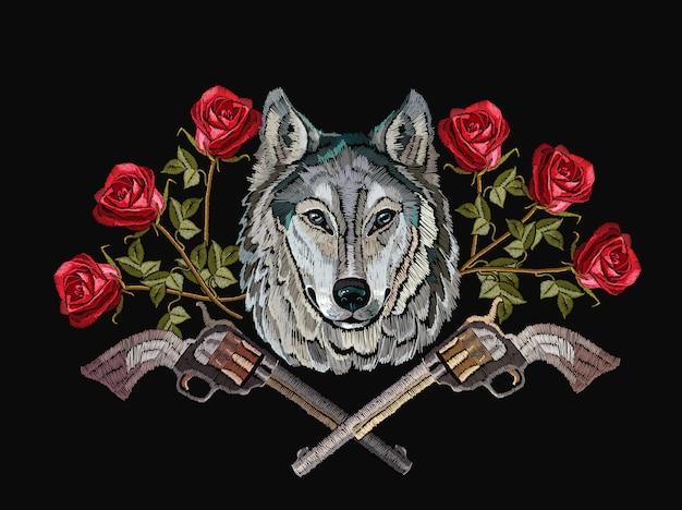 Ricamo lupo, pistole incrociate e fiori
