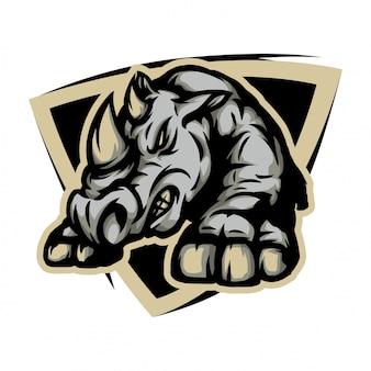 Rinoceronte arrabbiato pronto per combattere