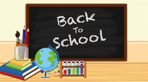 Ritorno a scuola con cartello e articoli scolastici