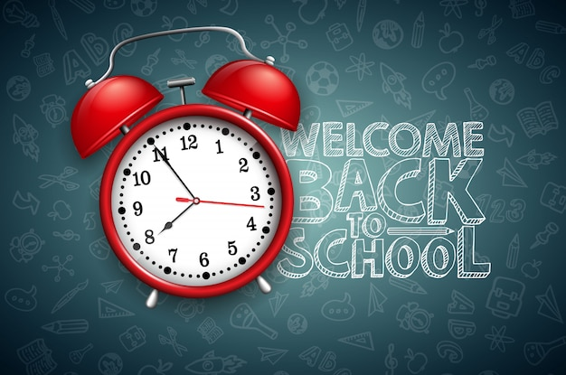 Ritorno a scuola lettering con sveglia rossa e tipografia sulla lavagna nera