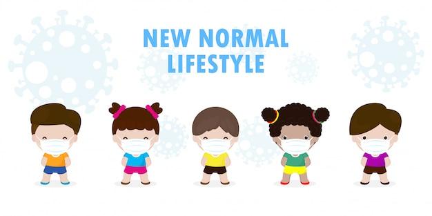 Ritorno a scuola per il nuovo concetto di stile di vita normale, distanziamento sociale, set di bambini che indossano una mascherina medica protettiva chirurgica per prevenire il coronavirus o covid-19, assistenza sanitaria isolata su sfondo bianco