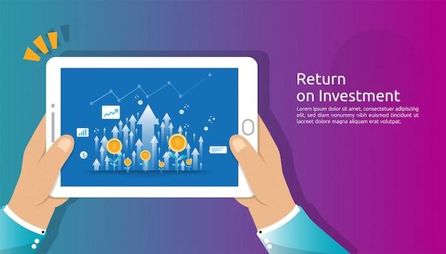 Ritorno sull'investimento, concetto di opportunità di profitto. frecce di crescita aziendale per il successo con lo schermo del tablet tenere in mano. grafico grafico aumentare e far crescere la pianta di monete da un dollaro.