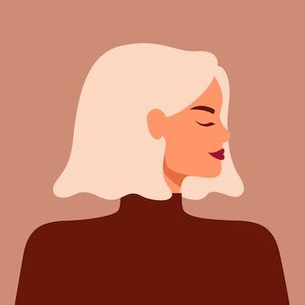 Ritratto di forte bella donna di profilo con i capelli biondi.