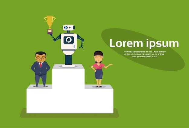 Robot di successul che sta sopra il podio dei vincitori che tiene concetto di intelligenza artificiale della tazza dorata